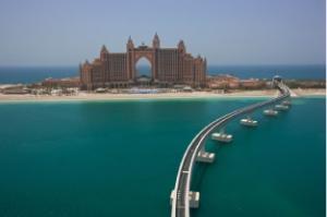 Monorailbahn über den Golf von Dubai