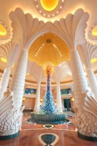 10 Meter hohe Glasskulptur in der Lobby