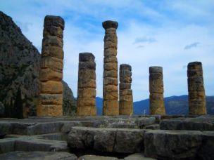 Orakel-Stätte: Apollo-Tempel in Delphi