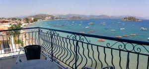 Da fällt Aufstehen leicht: Blick vom Hotel Aris auf die Bucht vonTolo