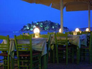 Romantischer geht's nicht: Nachts ist die Insel in der Bucht beleuchtet