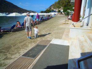 Nur ein Schritt vom Hotel zum Strand