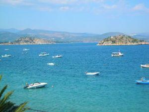 Tolo: Gemütlicher Urlaubsort in bezaubernder Bucht
