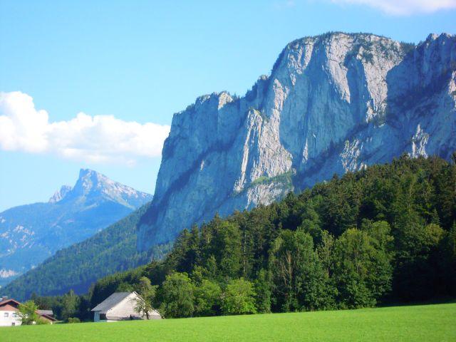 Drachenwand mit Schafberg im Hintergrund