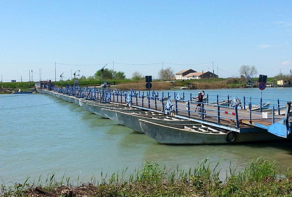 Pontonbrücke bei Santa Giulia